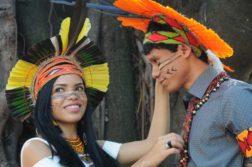indios-pataxos-colando-grau-em-medicina
