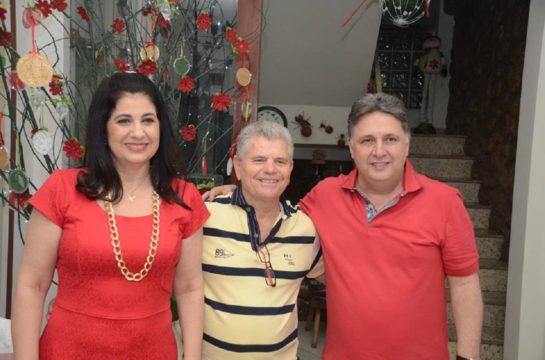Entre Rosinha e Garotinho, Evaldo Pereira Malaquias substitui Ângelo Rafael Barros Damiano. (Foto: reprodução/Facebook)