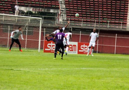 Campos vence sua primeira partida na Série A (Foto: Carlos Grevi)