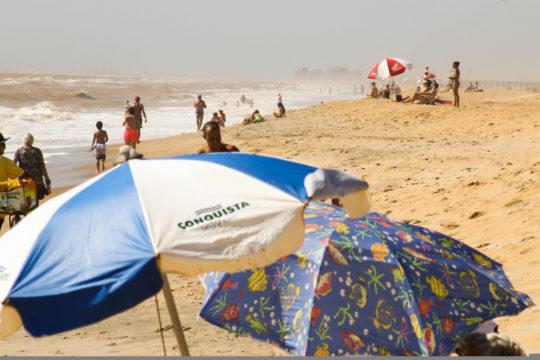 praia-de-grussai-verao-2017-sol-agua-de-coco-mineral-e-protetor-solar-foto-carlos-grevi-15