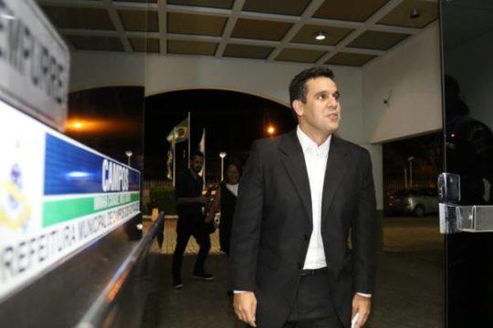 Rafael Diniz no primeiro dia na Prefeitura de Campos (Foto: Carlos Grevi)
