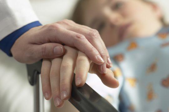 crianca-hospitalizada-542x360