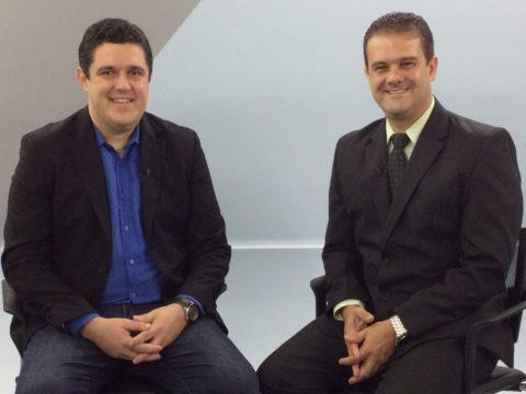 """Episódio inédito de """"A Polêmica"""" com Cláudio Andrade e Marcão Gomes vai ao ar nesta segunda-feira (8), às 22h. (Foto: Divulgação/JTV)"""