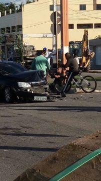 Corsa ficou com a frente destruída. (Foto: Diuvlgação/De Olho na Notícia)