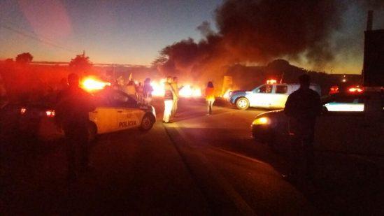 Manifestantes fecham a BR 356, próximo a Martins Lage. (Divulgação/De Olho na Notícia)