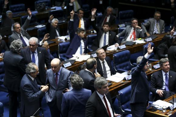 Após muito debate e confusão, senadores governistas conseguiram a aprovação da reforma trabalhista. (Foto: Marcelo Camargo/Agência Brasil)