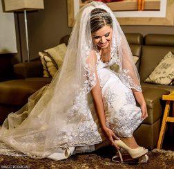 Momento único da noiva Fernanda Rosa fotografada por Thiago Rodrigues.