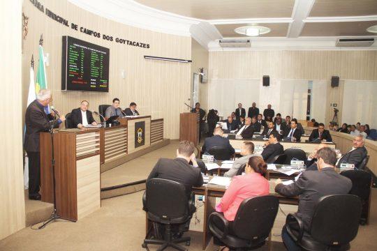 Contrato foi esclarecido durante a sessão desta terça (Foto: Carlos Grevi)