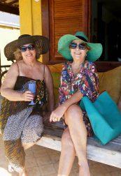 Búzios: As queridas irmãs Maria Teresa Aguiar e Carol Aguiar curtindo o feriado