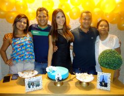 A aniversariante Ana Márcia Alves com seus irmãos Noélia, Lucas Miranda, Marivaldo Miranda e sua mãe Esterlina.