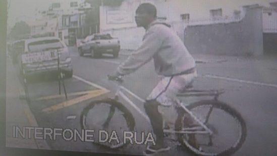 Suspeitos fugiram em sentido ao Centro de Campos (Foto: redes sociais)