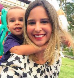 Bárbara Velloso Falcão com o seu fofíssimo filho.