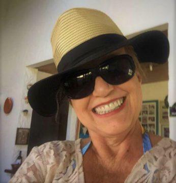 Maria Edir Póvoa Alvarenga Vasconcelos outra que sabe levar um chapéu e um sorriso.