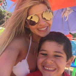 Soraya Alexim Menezes e o filho Beto na Orla das Castanheiras.