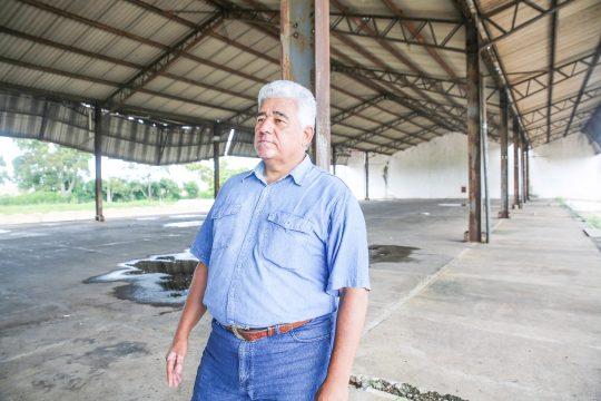 O Superintendente de Agricultura de Campos no antigo Ceasa (Foto: Silvana Rust)