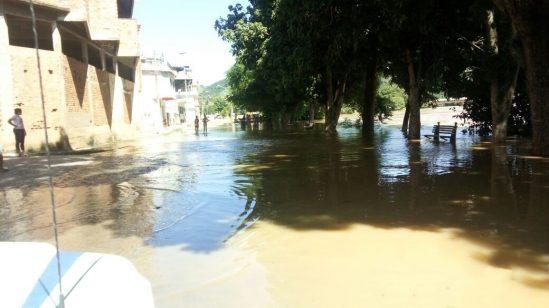 Em Pádua, O Rio Pomba transbordou e atingiu vários bairros (Foto: Divulgação)