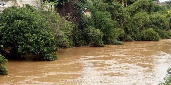 Em Porciúncula, o Rio Carangola baixou o nível nesta segunda-feira (Foto: Divulgação)
