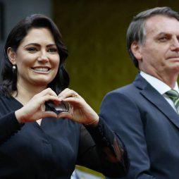 Eduardo Bolsonaro com Covid, Michelle toma vacina nos EUA e Bolsonaro agora diz confiar no voto eletrônico
